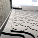Czy nadszedł czas, aby użyć gumowych dywaników samochodowych?